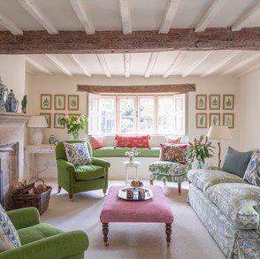 Smart, pretty and  fresh drawing room