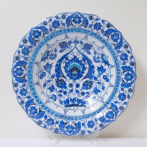 Large convex plate with Ottoman style fluted edges and motifs (G)