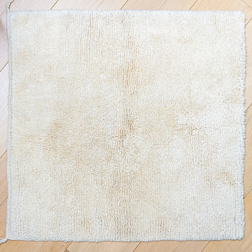 Hand tufted natural wool carpet