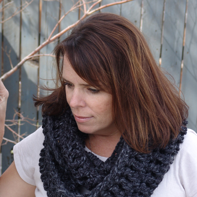 Chunky Ivy Infinity Scarf in Charcoal