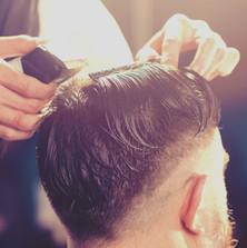 Taglio di capelli maschile