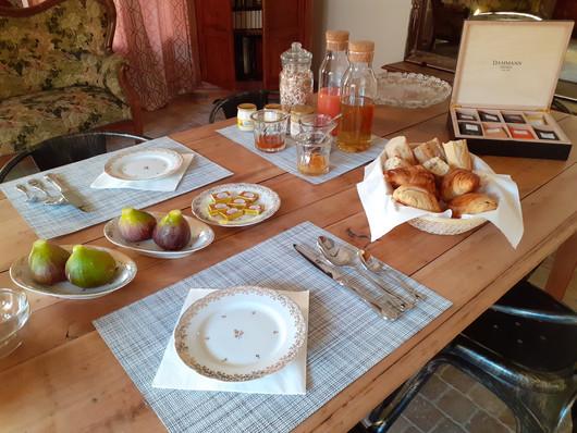 petit-dejeuner-fait-maison-produits-frais-de-saison