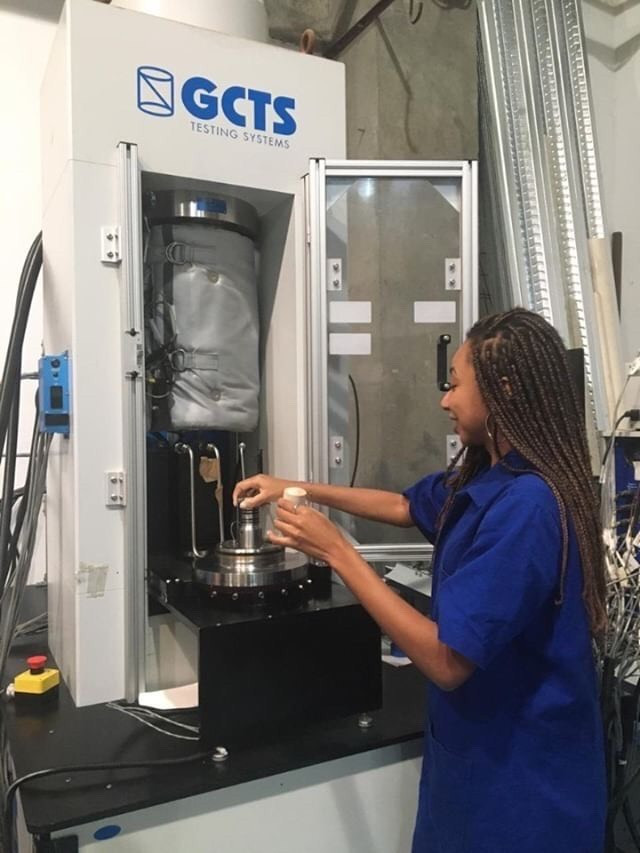 Larissa Lago, PhD student, switching carbonate samples out in a rock testing machine