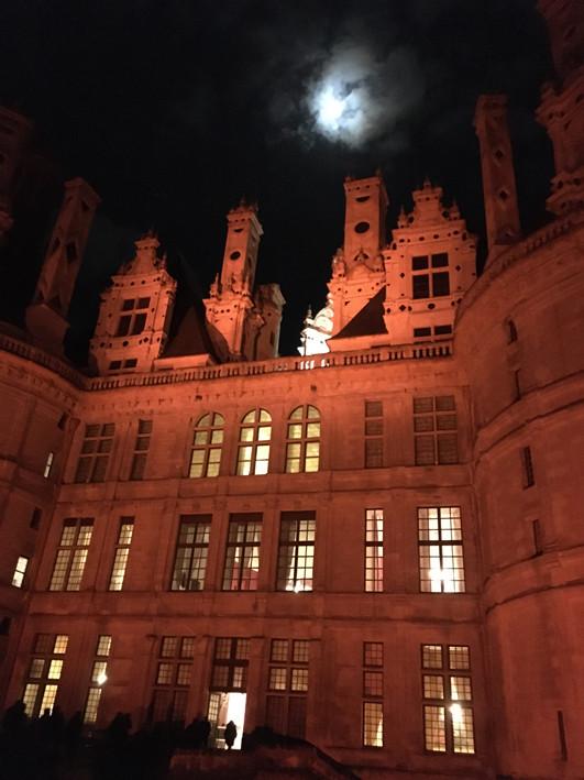 Chateau-Chambord-under-moon