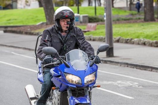 In moto senza staccare gli occhi dalla strada, oggi il modo c'è