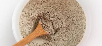 RHASSOUL CLAY OR BENTONITE CLAY: WHICH IS BETTER FOR YOUR HAIR?