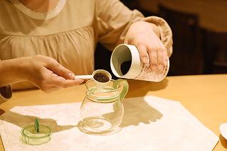 茶葉を入れる