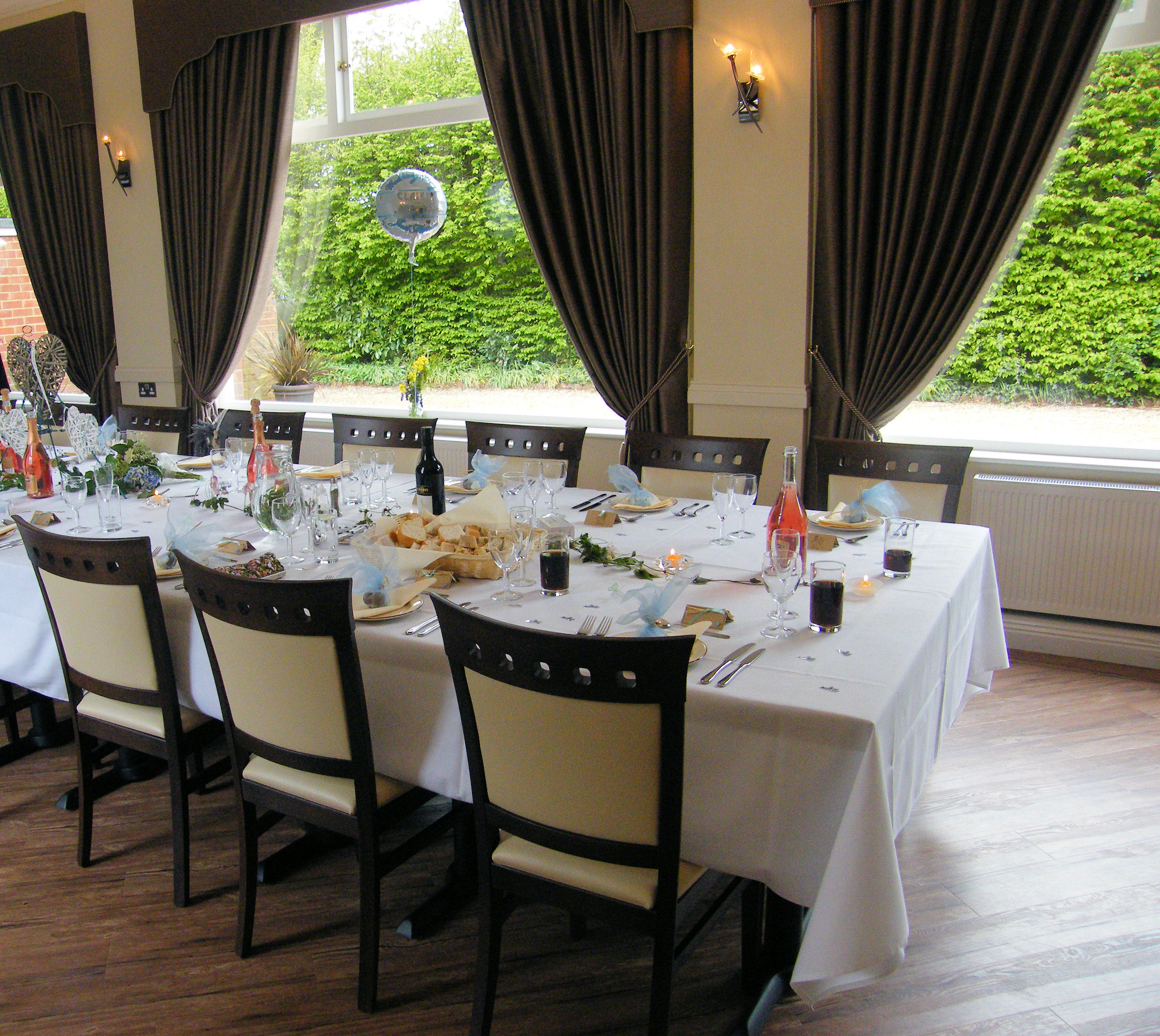 Orangery large table celebration