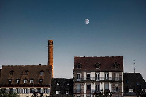 Máté Ladjánszki: Moon rising