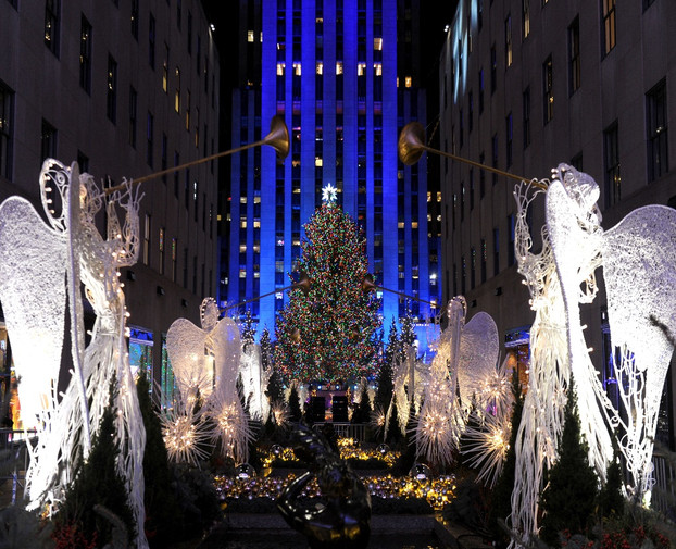 nyc company spotlights 18 events in 2018 for visitors to enjoy this holiday season - When Does Nyc Decorated For Christmas 2018