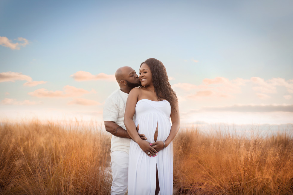 Tampa Maternity Photographer- Cypress Pointe Park pregnancy photos at the beach