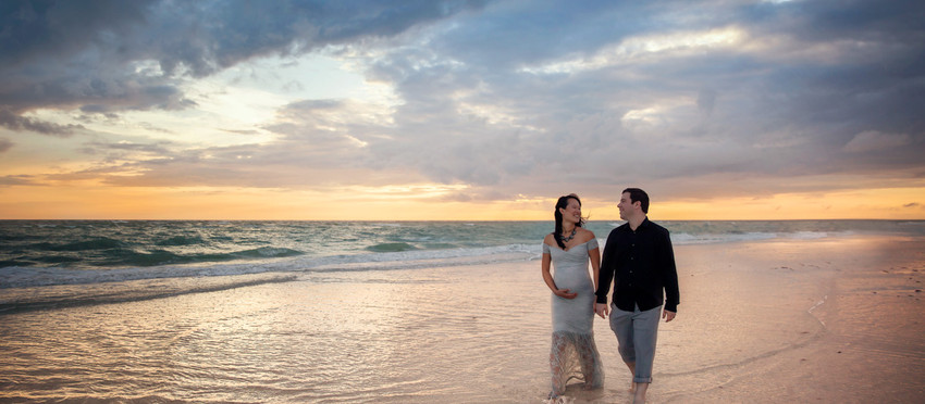 Tampa Maternity Photographer | What to wear to your beach Maternity photo shoot