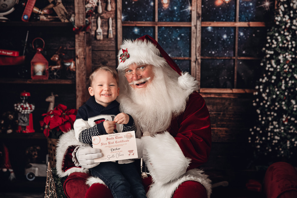 One of a kind Santa Mini sessions in downtown Plant City Florida
