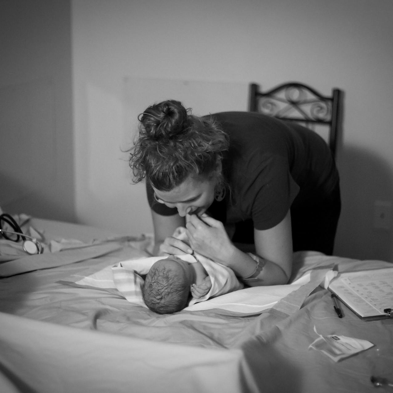 TampaBirthPhotographerLaborOfLoveBirthCenterLaborofLovebirthcenterTampaTampa Birth Photographer Tampa newborn Photographer in water birth Labor of love Lutz Fl_Jan252017_0284 copy
