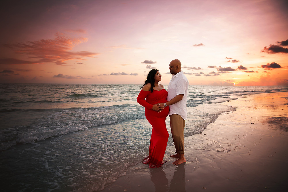 The beautiful sunset which was orange and pink made this pregnant couples photos come out so perfect and timeless