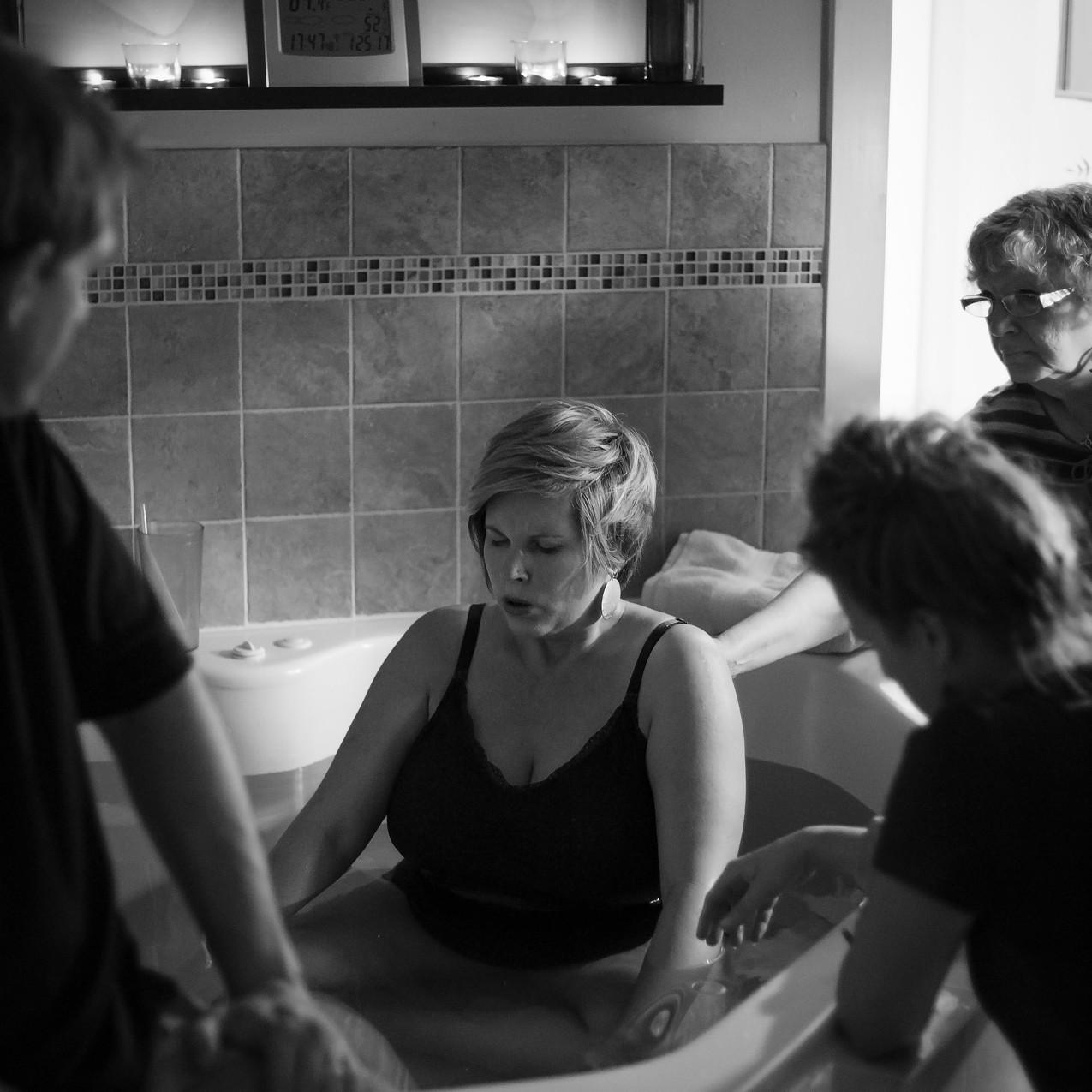 TampaBirthPhotographerLaborOfLoveBirthCenterLaborofLovebirthcenterTampaTampa Birth Photographer Tampa newborn Photographer in water birth Labor of love Lutz Fl_Jan252017_0049 copy