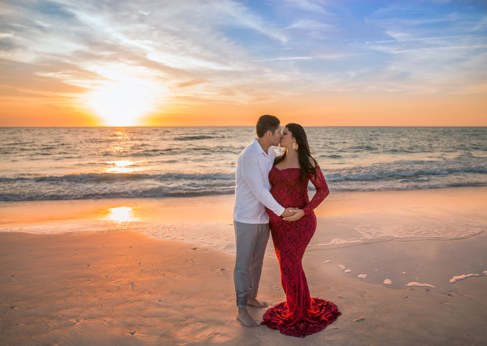 Beautiful Tampa sunset maternity photos!