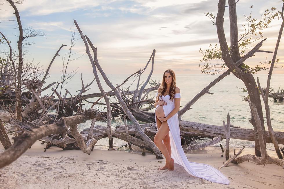 Tampa Maternity Photographer| Rachel Rayne Photography| Driftwood beach pregnancy photos