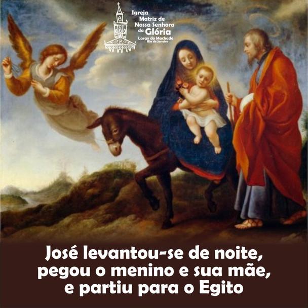 José levantou-se de noite, pegou o menino e sua mãe, e partiu para o Egito.