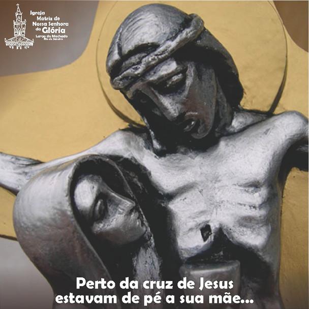 Perto da cruz de Jesus estavam de pé a sua mãe... (Jo 19,25)