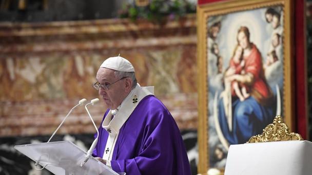Despertar do sono da mediocridade e da indiferença com oração e amor, ensina o Papa Francisco.