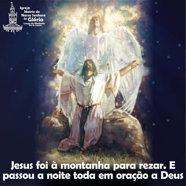 Jesus foi à montanha para rezar. E passou a noite toda em oração a Deus.