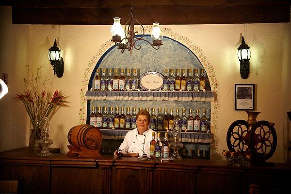 Casa-Merlos-chef-tequila.jpg