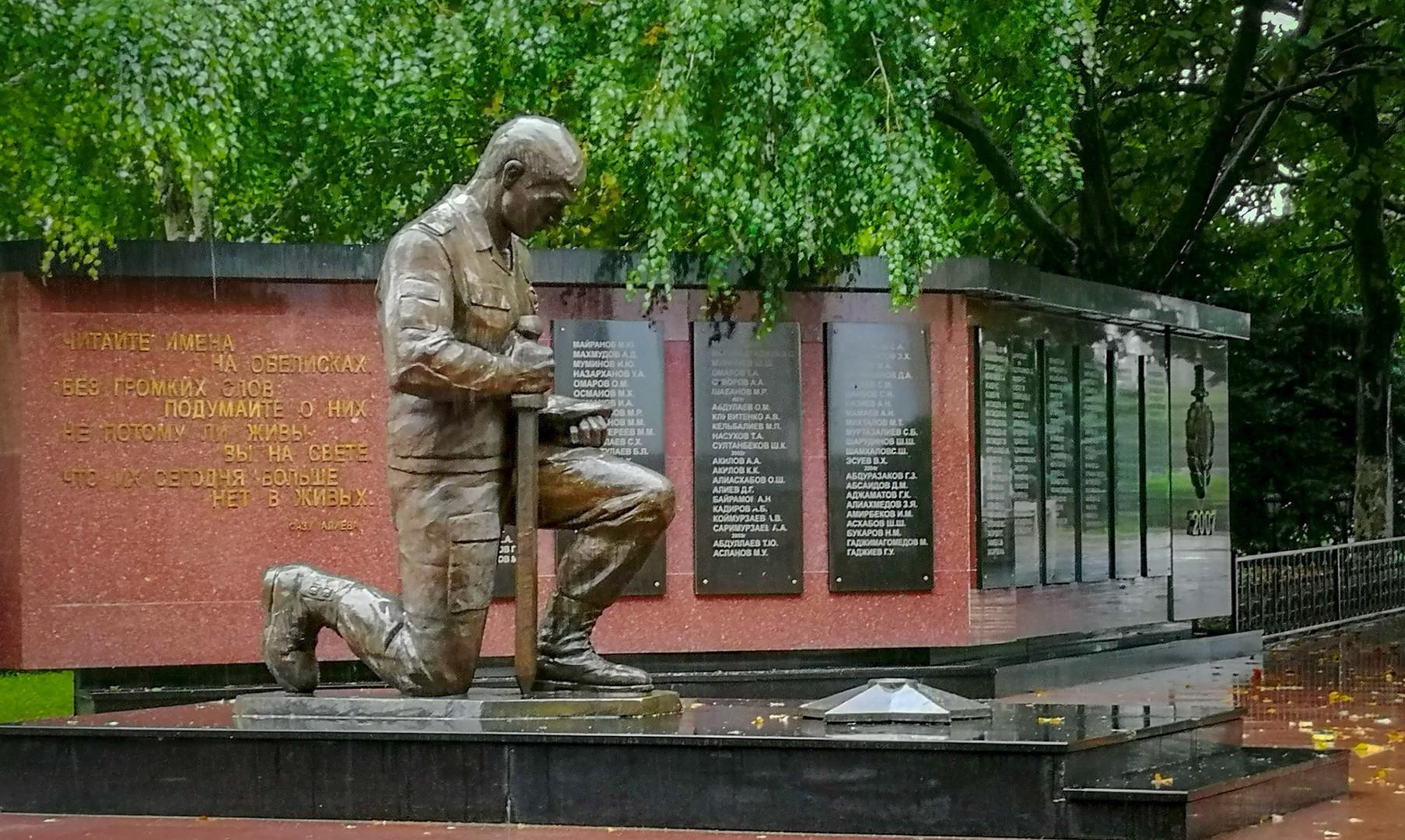 Памятник борцам революции, Махачкала