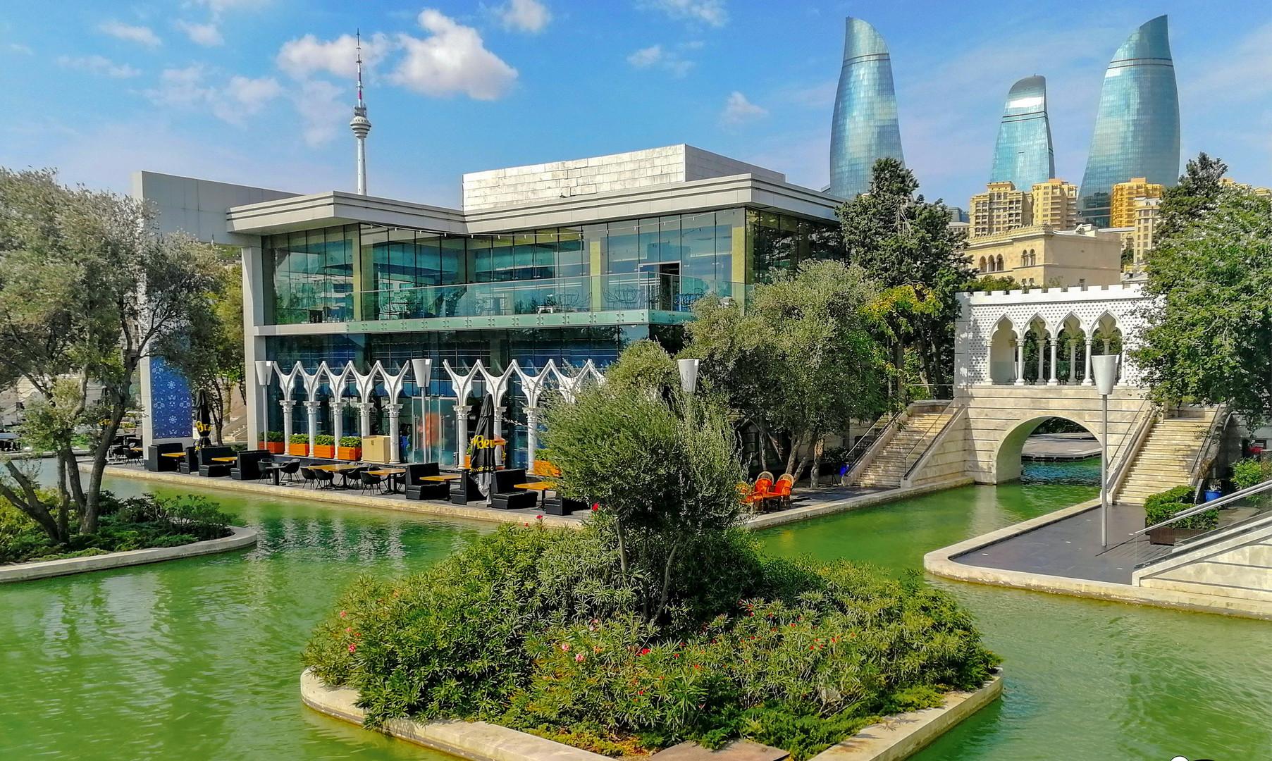 """Ресторан """"Маленькая Венеция"""" на Приморском бульваре, Баку"""