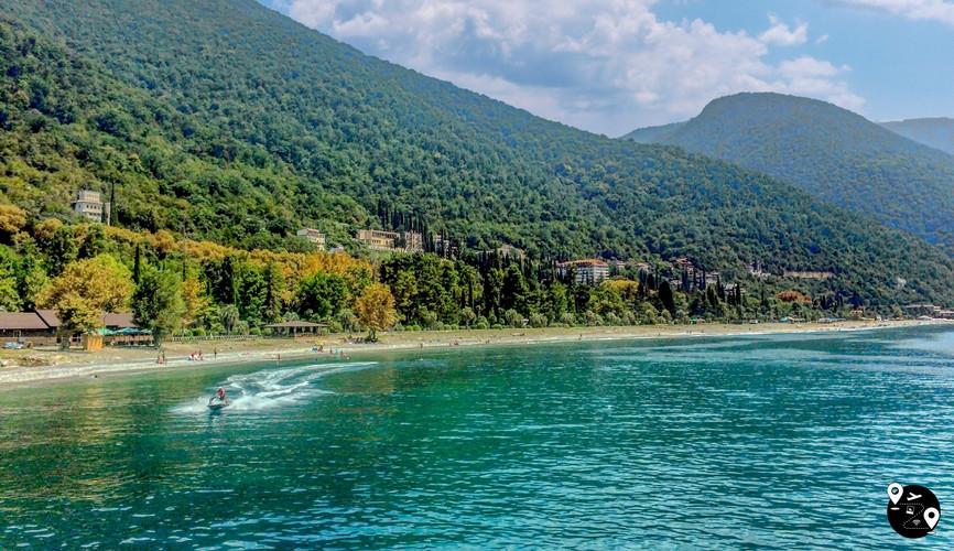 Побережье Черного моря в Абхазии