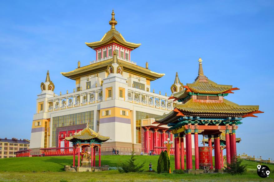 """Пагода """"Золотая обитель Будды Шакьямуни"""" в Элисте, Калмыкия"""