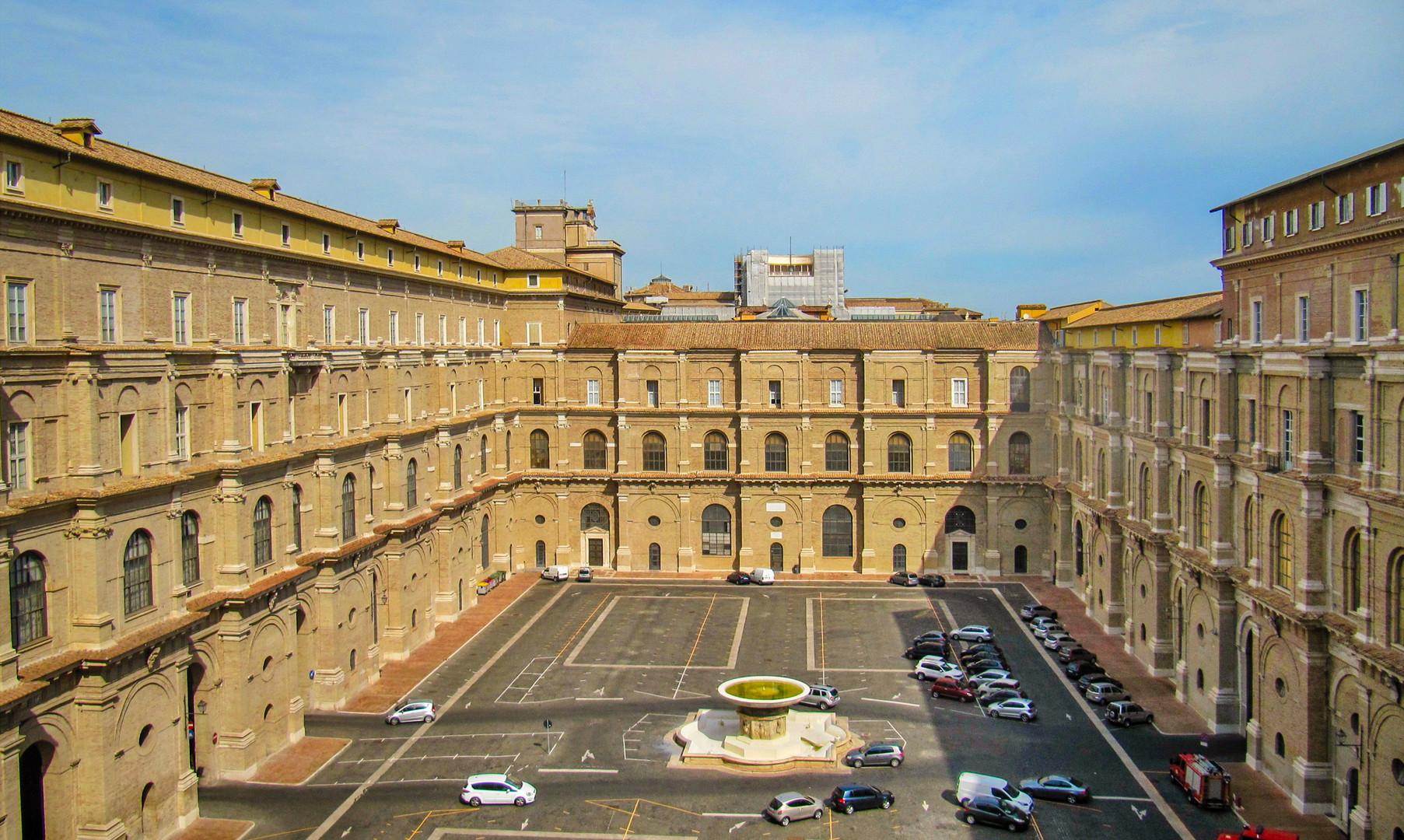 Бельведерский двор в Ватикане