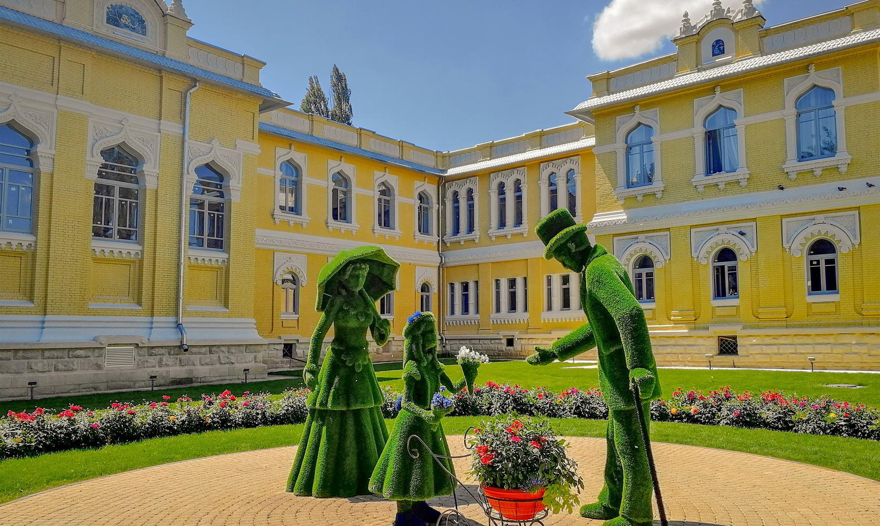 Цветочные композиции на Курортном бульваре, Кисловодск