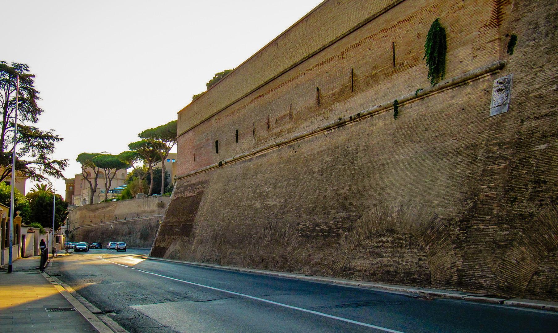 Крепостные стены Ватикана