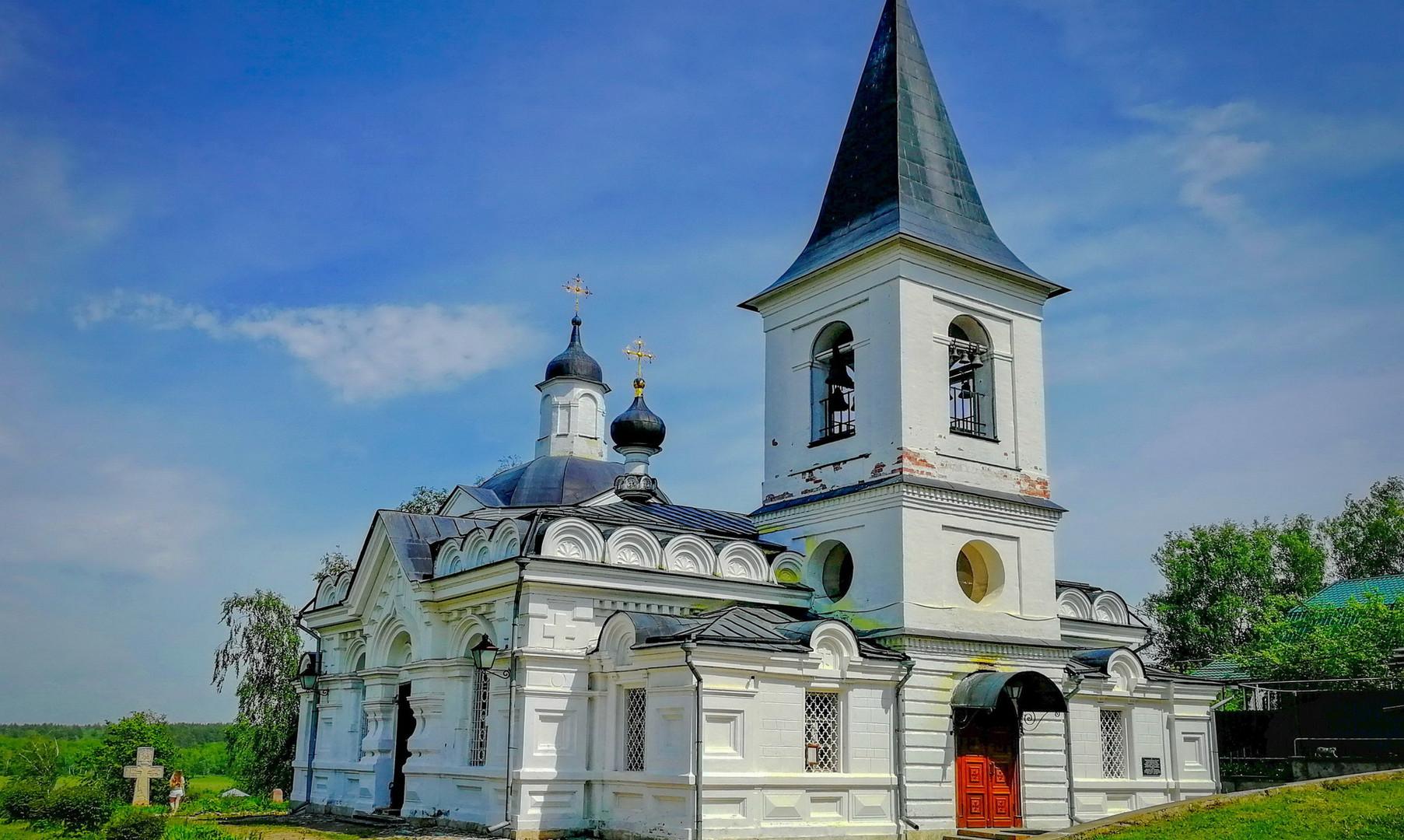 Воскресенская церковь в Тарусе