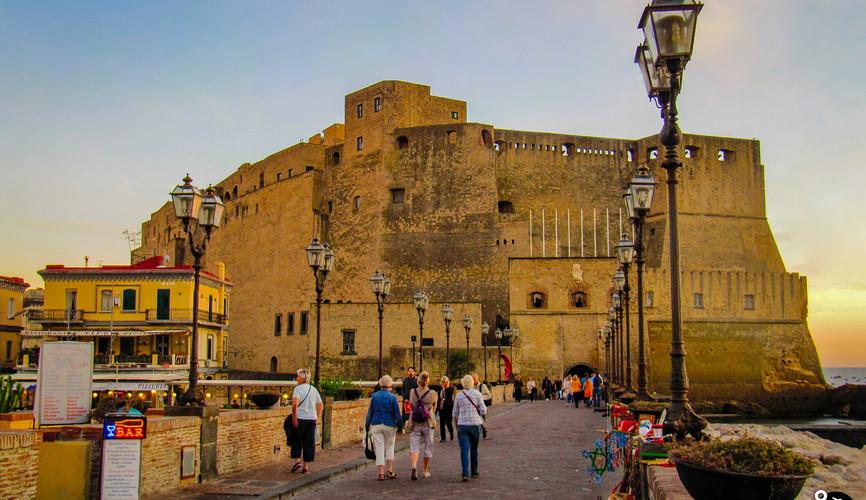 Кастель-де-Луово, Неаполь