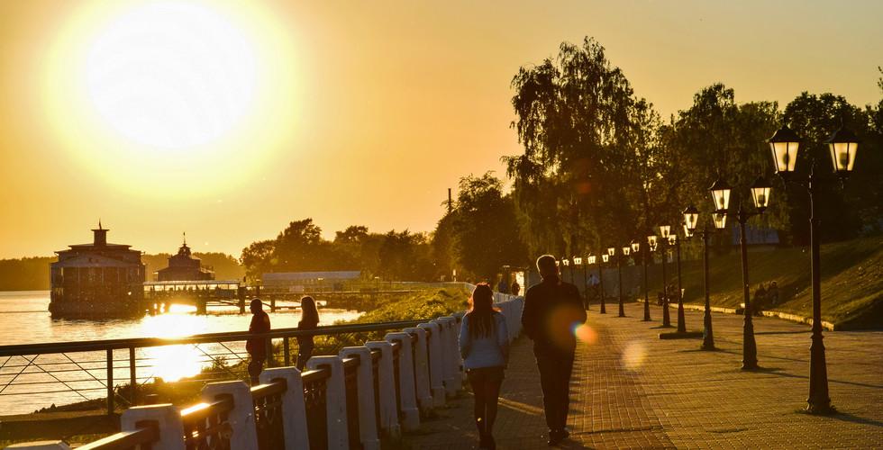 Набережная Волги на закате, Кострома