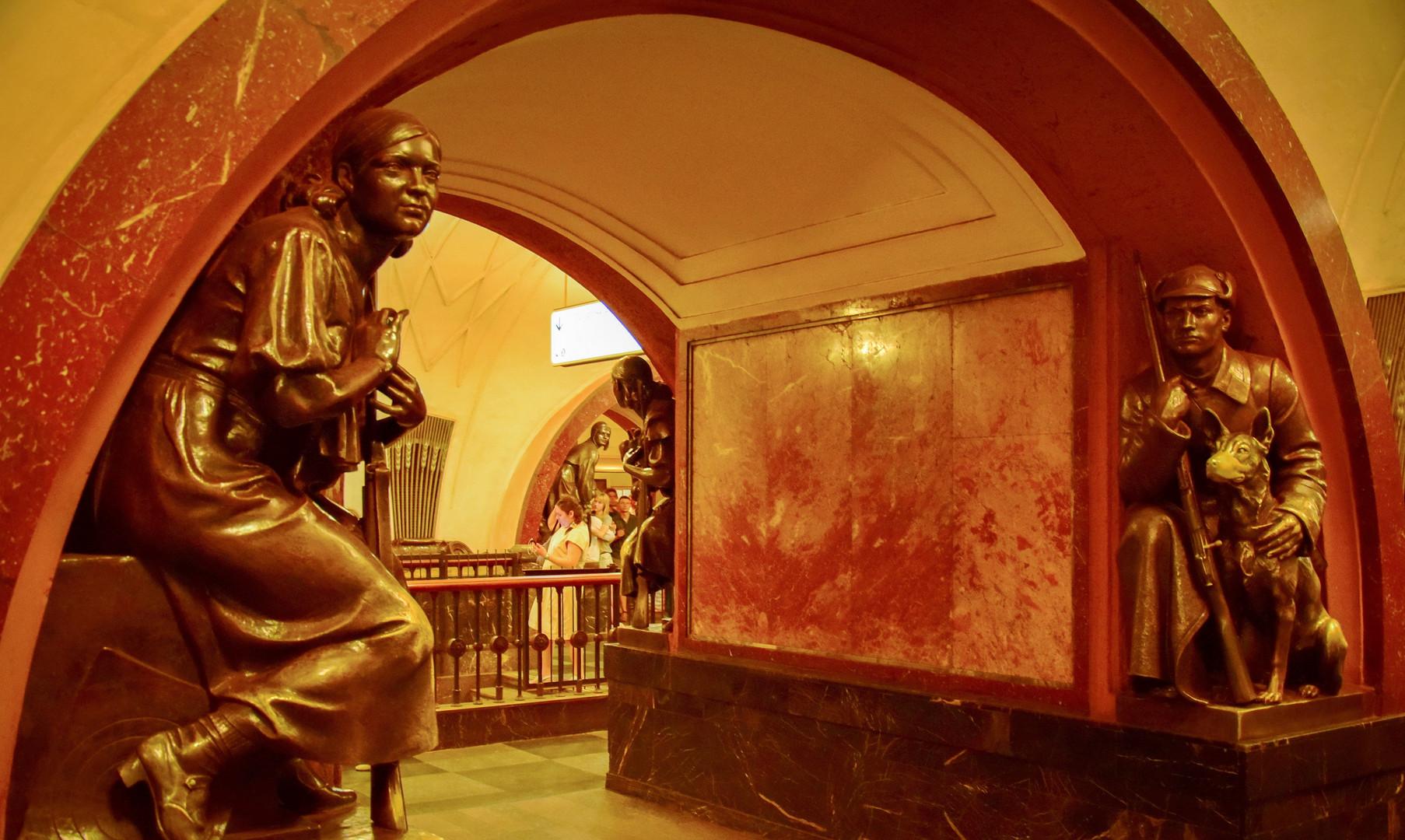 Московское метро (ст. Площадь революции)