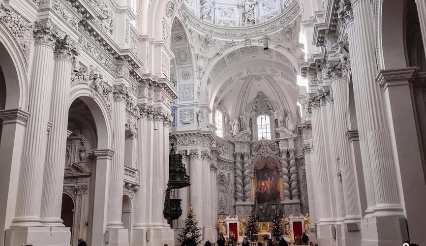 Церковь у театра, Мюнхен