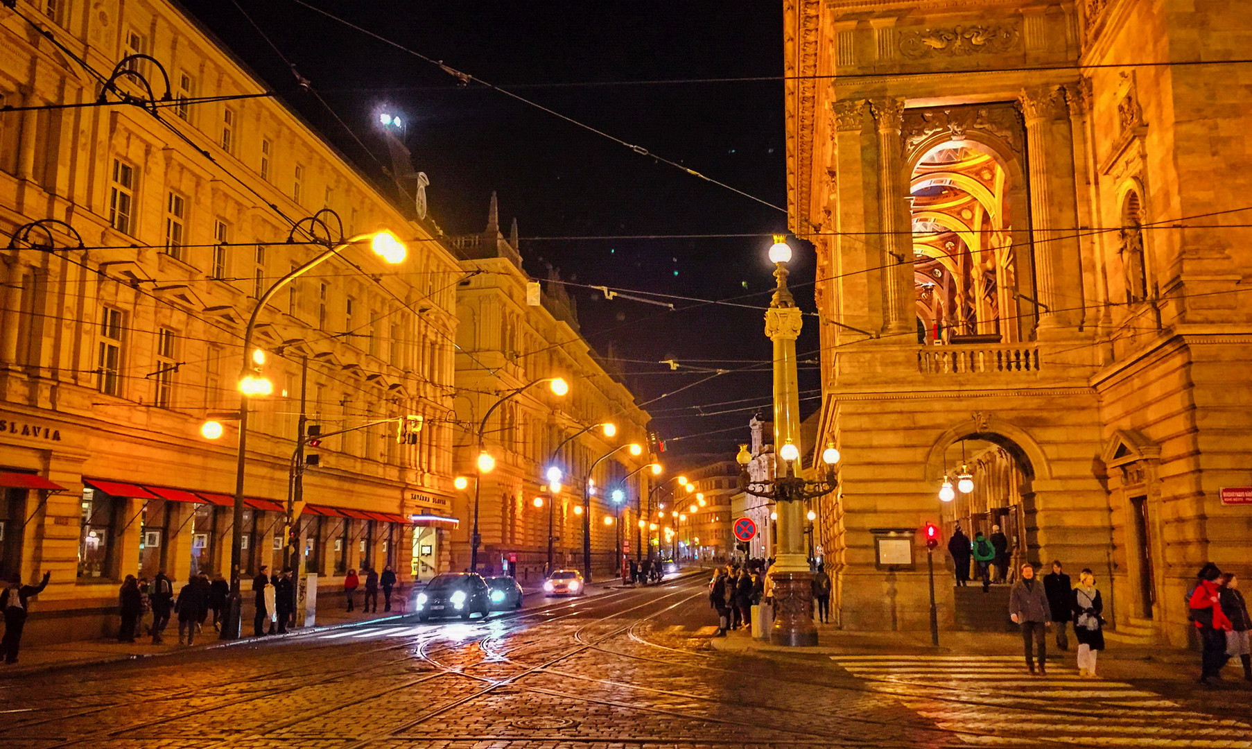Площадь народного театра, Прага