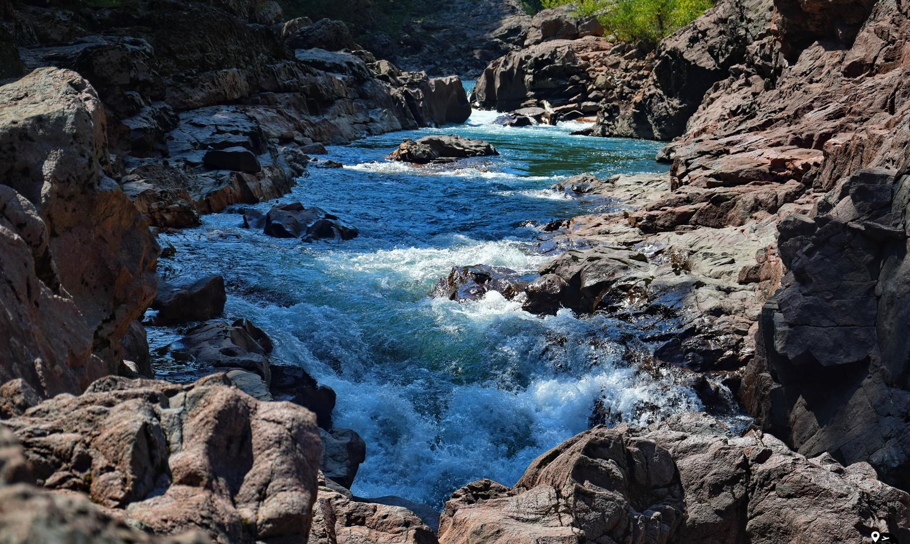Гранитный каньон на реке Белой