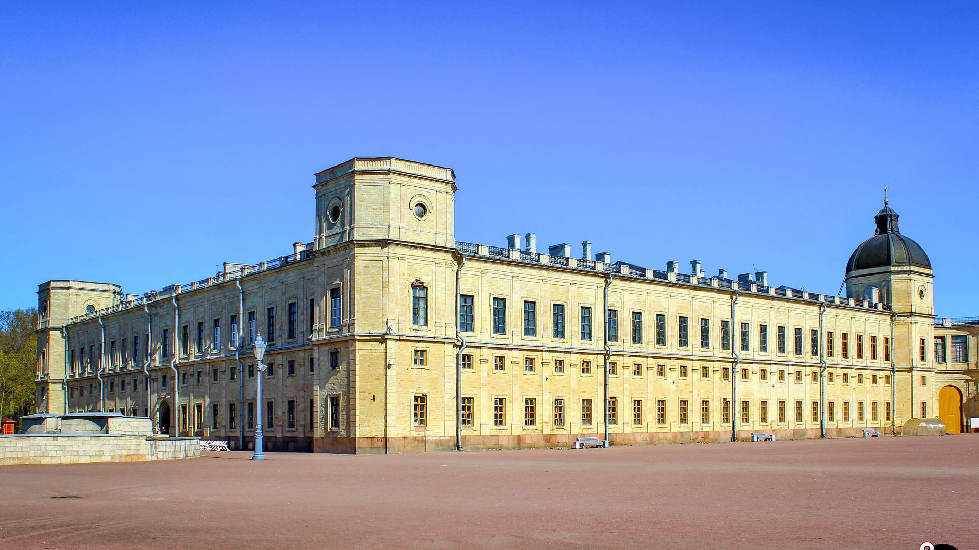 Гатчинский дворец, Гатчина