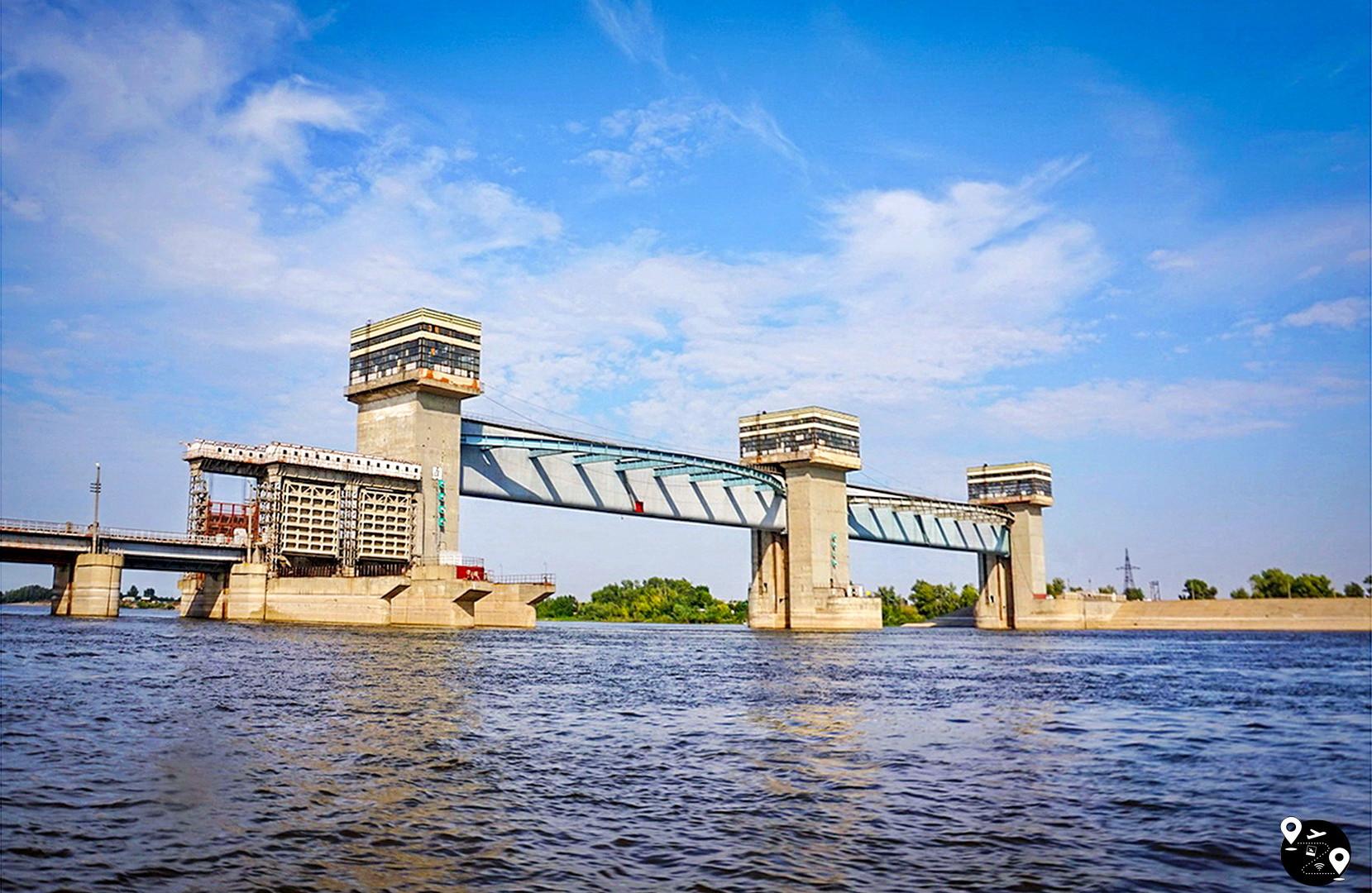 Астраханский вододелитель в Нариманове
