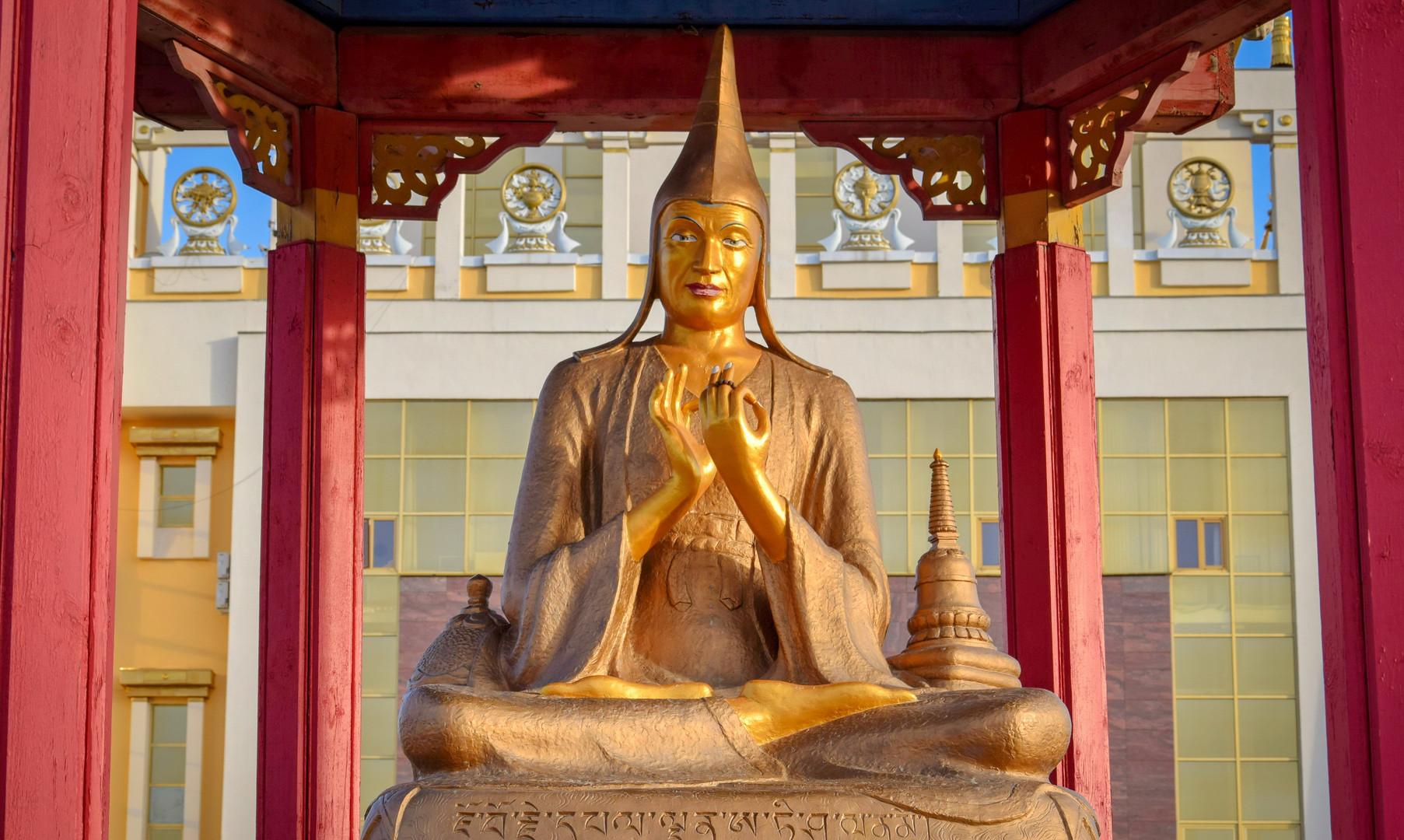 Буддийские учителя в Золотой обители, Элиста