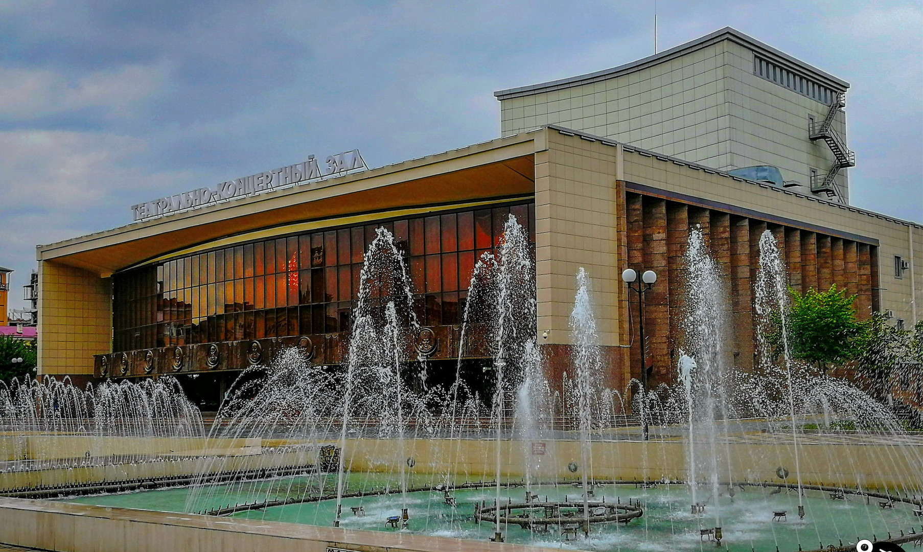 Театральная площадь, Грозный