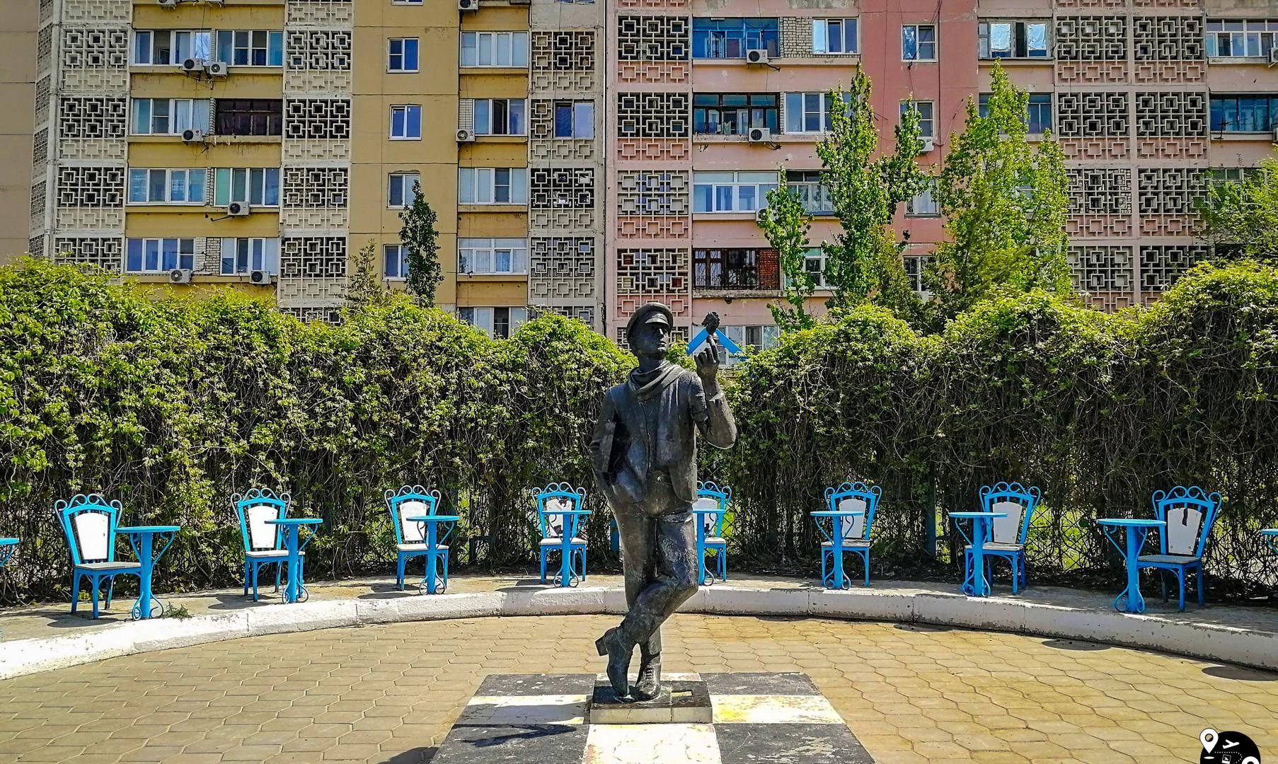 """Композиция """"Остап Бендер"""" в Элисте"""