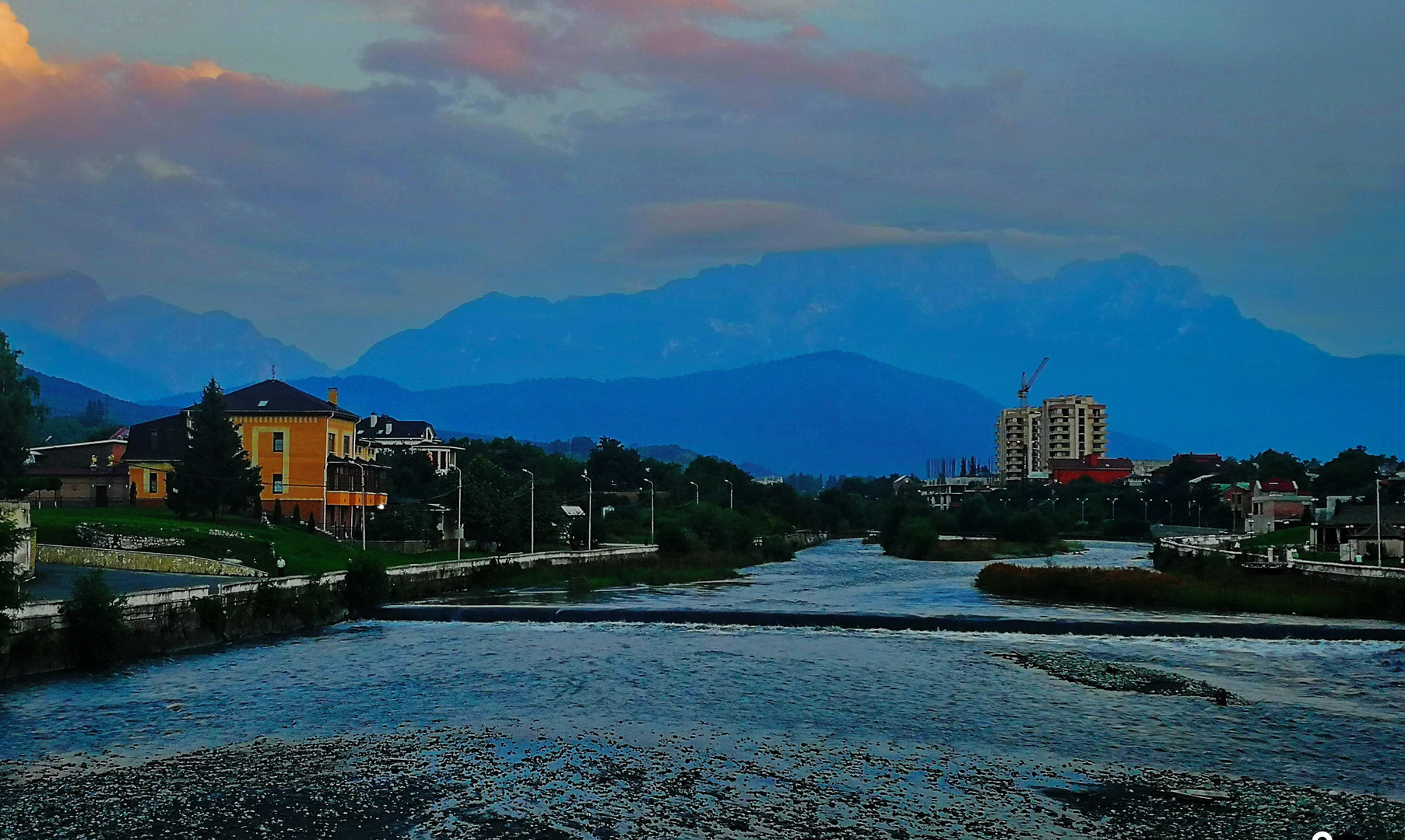 Панорама Кавказских гор с Чугунного моста, Владикавказ