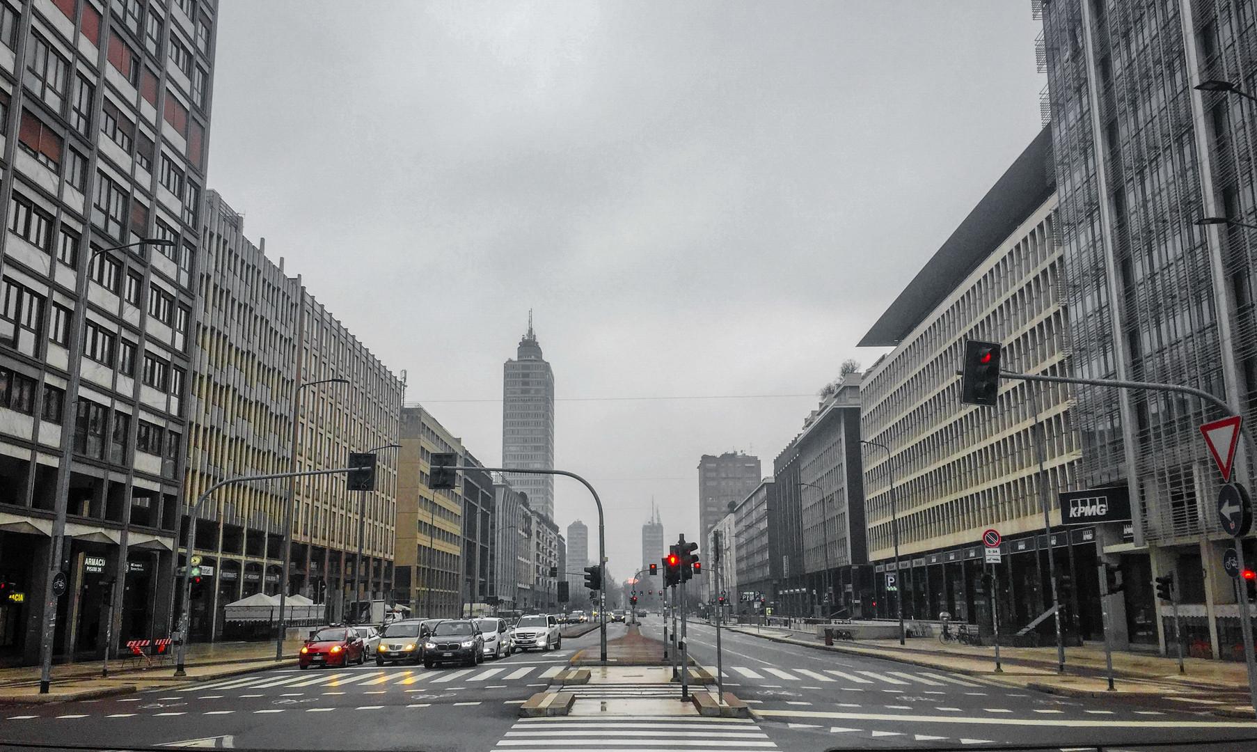 Проспект Витторио Пизани, Милан