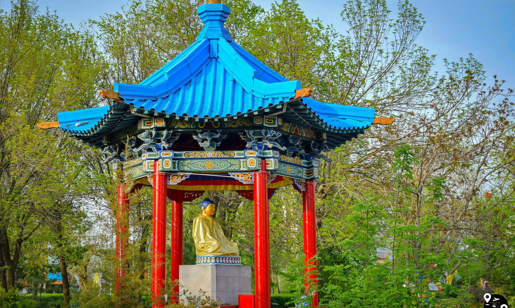 Беседка с Буддой Шакьямуни в Элисте
