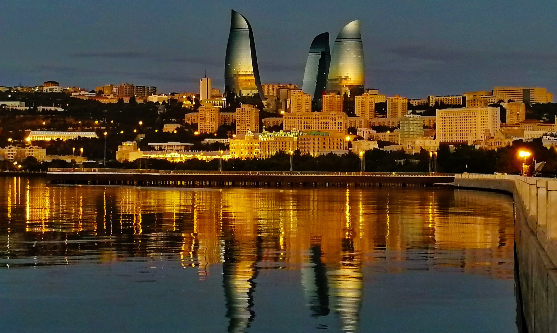 Панорама Баку на рассвете
